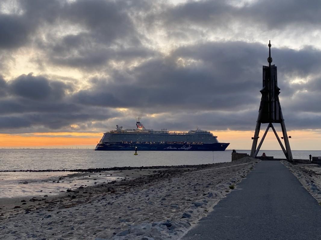 """Cuxhavener Nachrichten, Dienstag 28.04.2020: """"Mein Schiff 3"""" in Cuxhaven"""